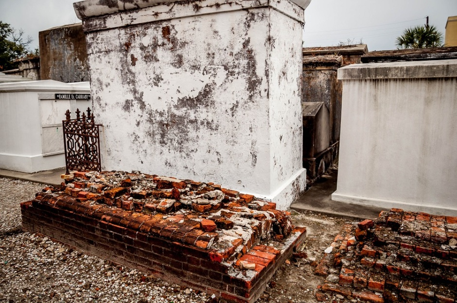 New-Orleans-St-Louis-cemetery-no-1-tomb