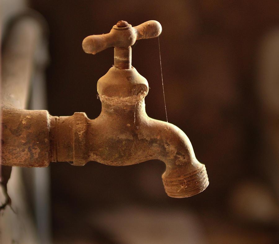 rusty-faucet-kevin-felts